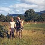 Egil med unger og hesten Tjass 1966 (c) Ingunn Haaheller