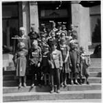 Idse skule paa museumsbesok i Stavanger tidlig 50-tall