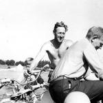 Rolf og Magne paa tur - kaien i bakgrunnen