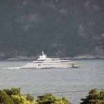 Snekka til Roman Abramovich i Høgsfjorden
